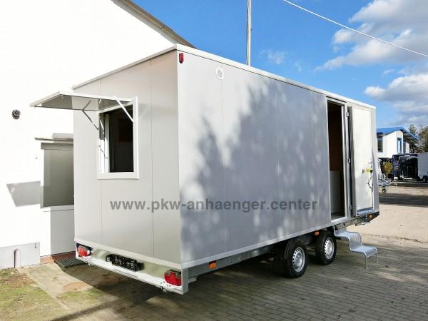 Bauwagen mit eingebauter Toilette und Lager für 12 Personen