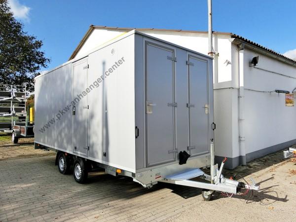 Mannschaftswagen für 12 Personen mit WC und Lagerraum